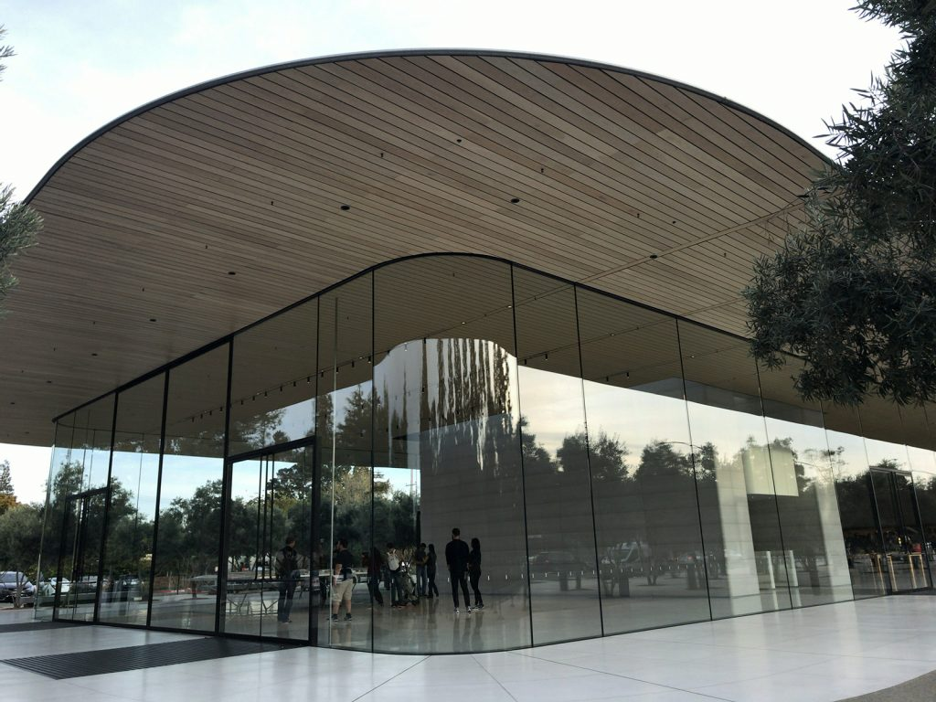 Apple Park Visitor Center 建物外観