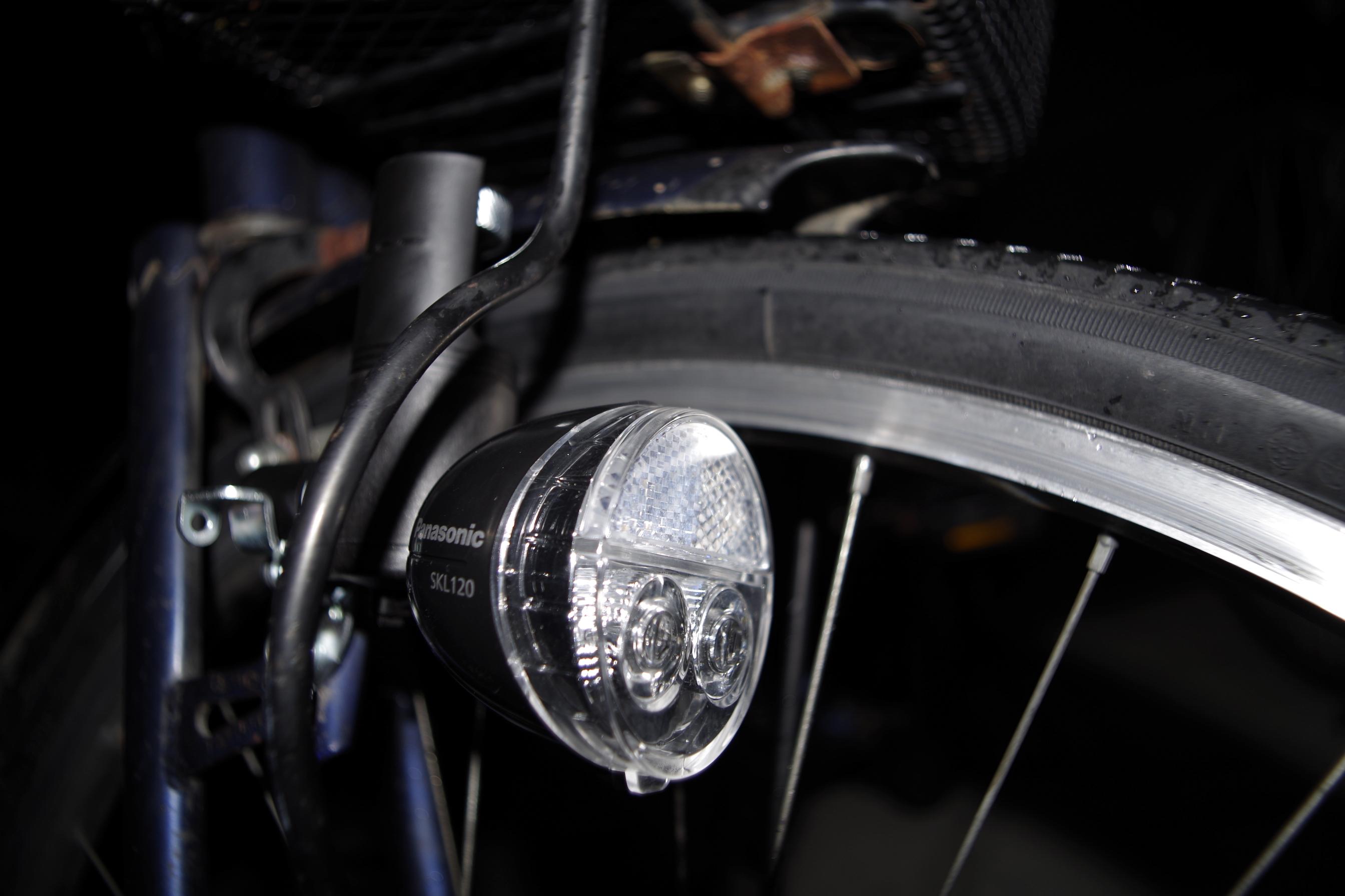 自転車の 自転車 ダイナモ 電球 交換 : 見た目はそんなに変わりません ...