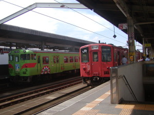 [H21.09.15]キハ33とキハ47(傘踊り色)in鳥取駅